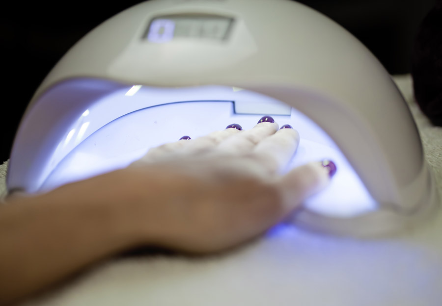 nails drying uv light
